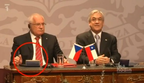 presidente checo rouba caneta